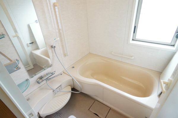 ゆったりサイズのバスルームが2つあります。
