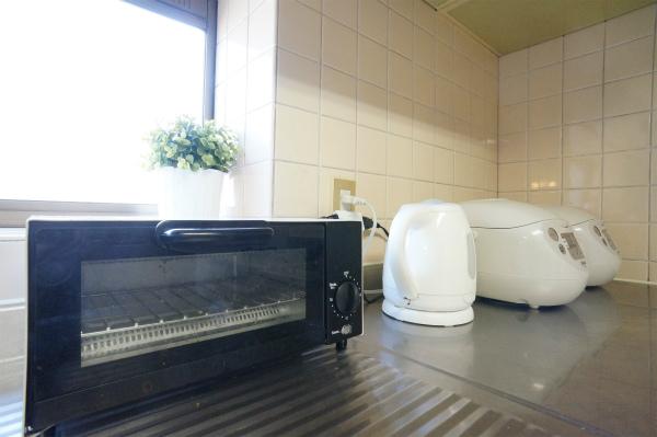 トースター・炊飯器・電子ポッドなどの家電も揃っています。