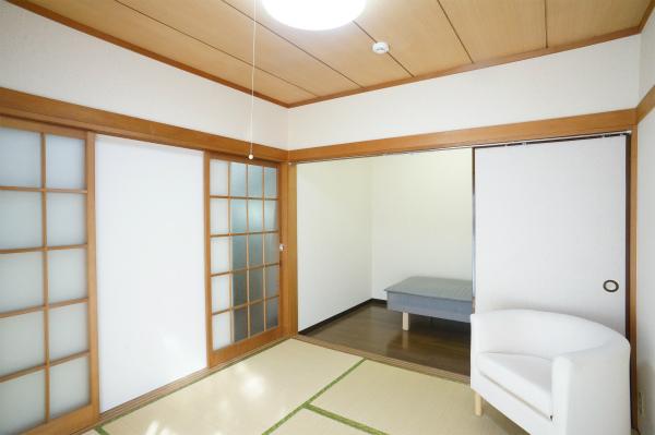 2Fの和室のお部屋です。奥にもお部屋があってゆとりを持った暮らしが出来そう。