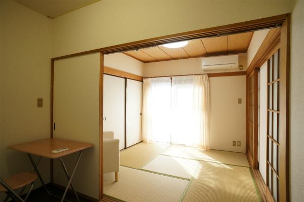 窓も大きく、太陽の温かい光がたっぷり注ぎます。