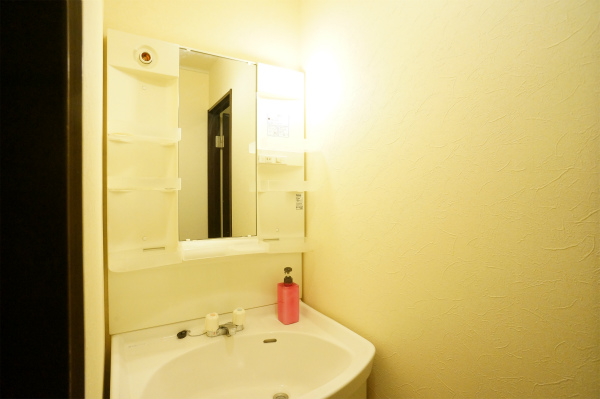 洗面、トイレ、シャワー、お風呂は約3人に一つの充実の水回り設備