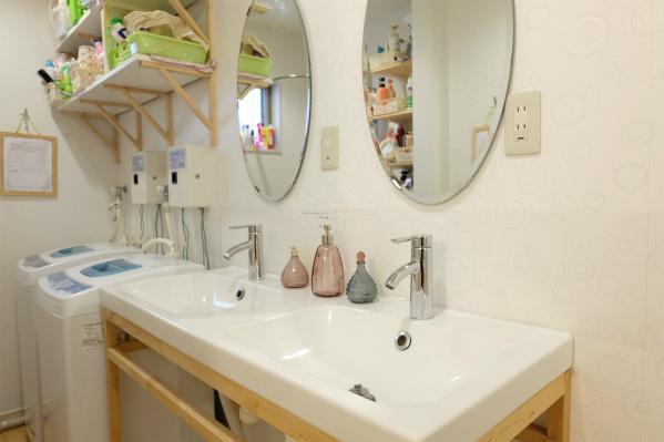 1Fにはかわいい洗面所が2つ並んでいます。