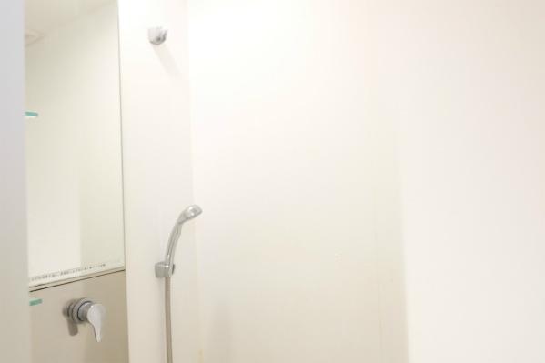 シャワールームが1つ。