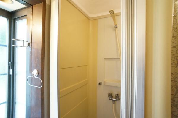 シャワールームが2Fにあります。