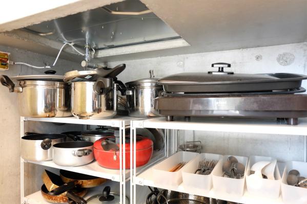 調理器具もそろっています。お、ホットプレート発見。
