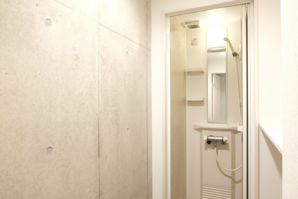 こちらはシャワー室。クールですね。