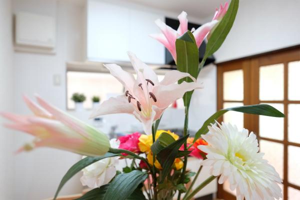 ダイニングにもお花が♪いろいろなところにお花があって色鮮やかな空間になっています。
