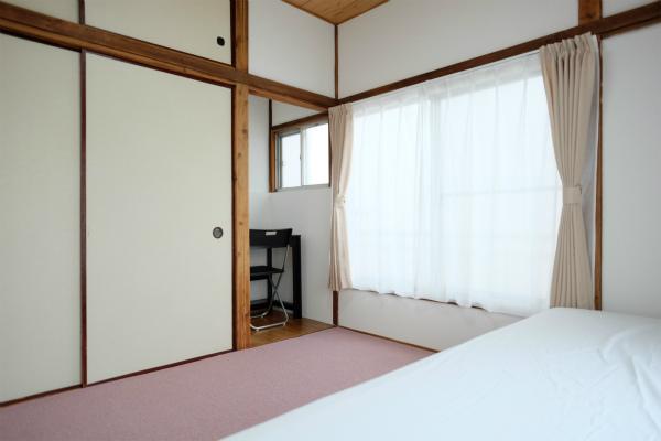 どちらのお部屋も2面採光になっています。