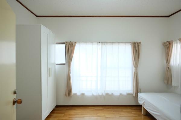 お部屋の広さは5~6帖になっています。