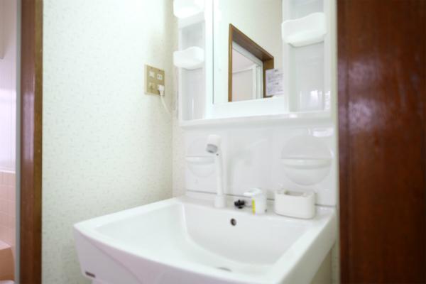 洗面所は1Fにあります。