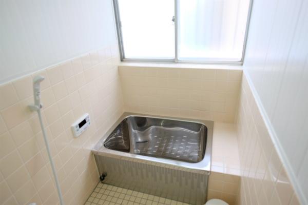 懐かしい感じのバスルームです。