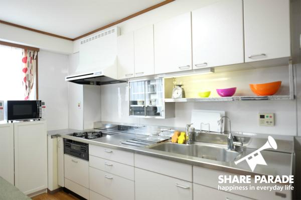 一人暮らしでは手に入らない大きなキッチンです。