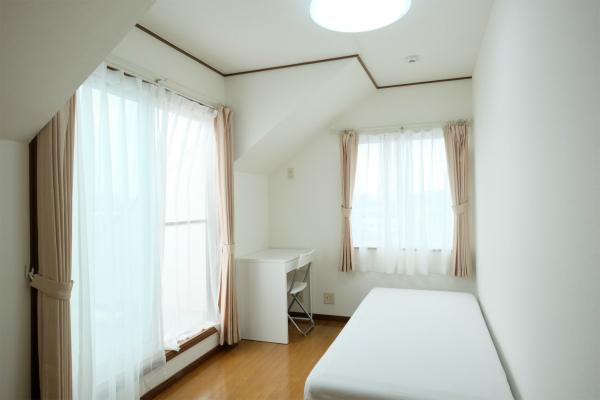 こちらは301号室。専用のバルコニーが付いています。