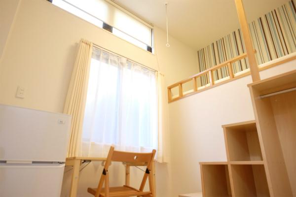 1Fのお部屋は天井が高いので、ロフトタイプになっています。