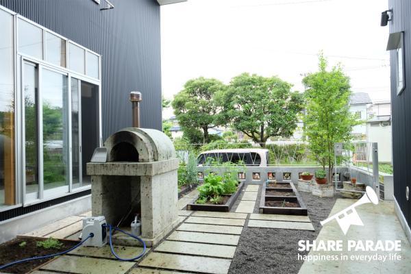 ピザ窯と家庭菜園のあるおうちです。