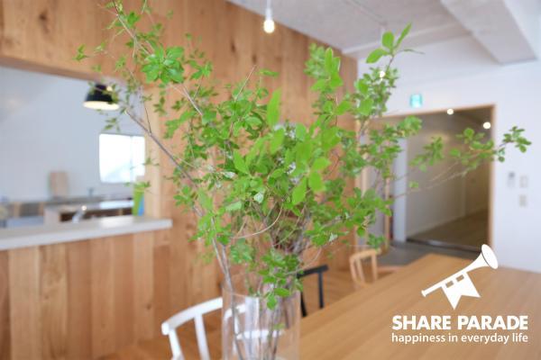 天然素材の家具には緑がとっても映えます。