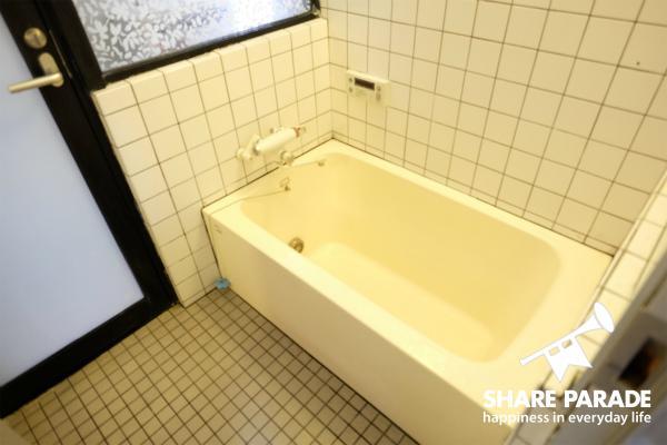 ゆったりできるサイズのバスルームです。
