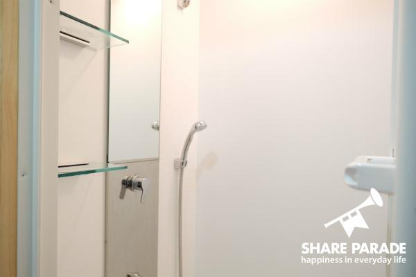 新品のシャワールームです。
