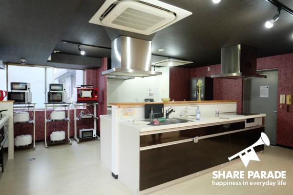 キッチン専用のエアコンが完備されるほど広いです。