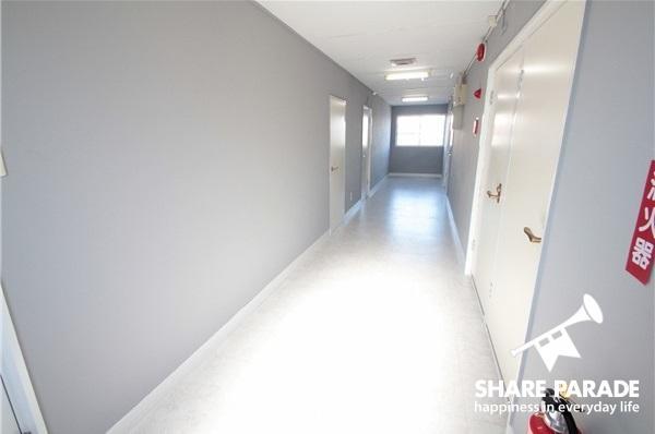 廊下も広々。