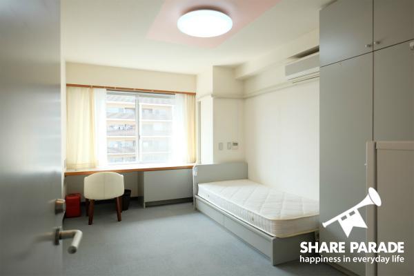 お部屋はシンプルで使い勝手を追求。