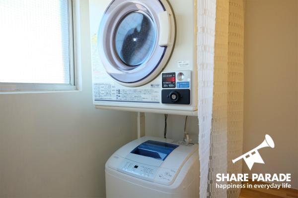 洗濯機と乾燥機があります。