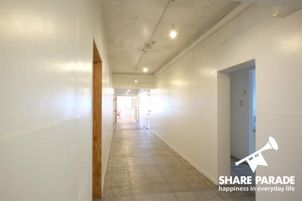 廊下は広々としていて、とても歩きやすいです。