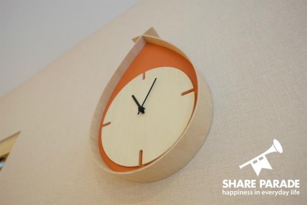 珍しいデザインの時計を発見です。