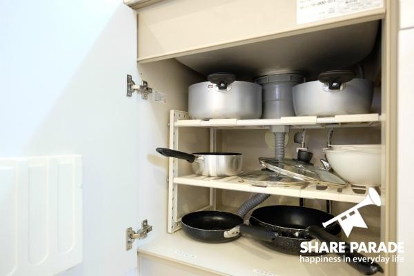 フライパンなどの調理器具も揃っています。