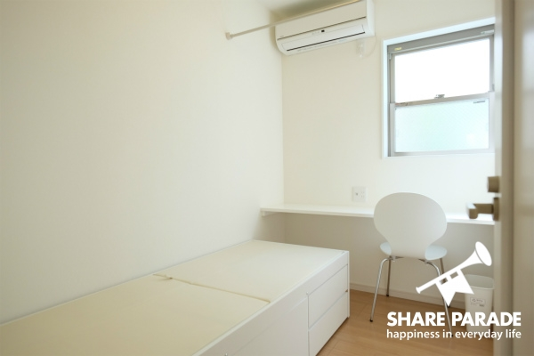 お部屋はシンプルな感じです。