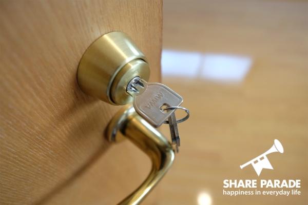 お部屋の鍵が掛かります。