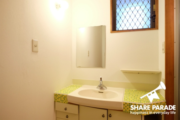 モザイクタイルの2Fの洗面所です。