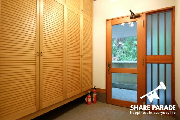 広々としたエントランスです。ドアは2重になっています。
