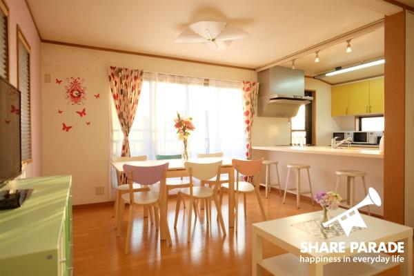 キッチンと一体型になった空間です。