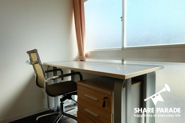 机も広々していて、勉強・仕事がはかどります。