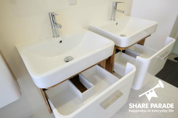 洗面所も下にも収納あり。