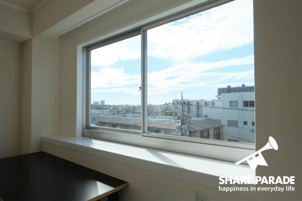窓から見える景色を眺めるのもいいかも。