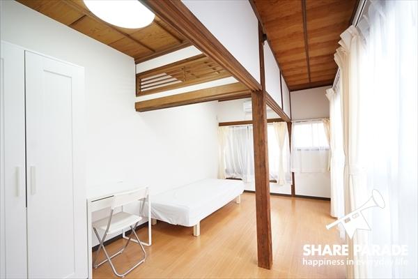 2階のお部屋は8帖と広々。