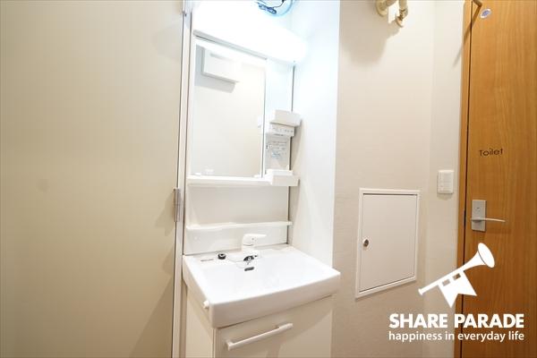 洗面所は各フロアにあります。