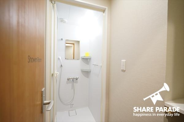 シャワールームは5Fと2Fにあります。