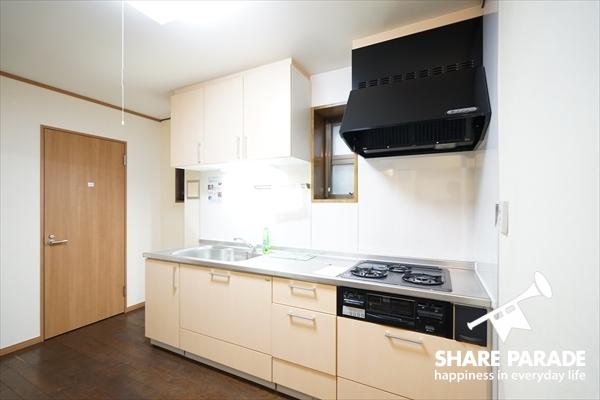 2階とは別に、1階にもキッチンがあります。