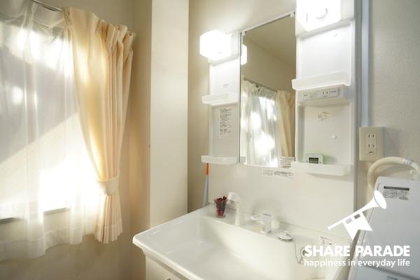 洗面所もこんなに明るいんです!