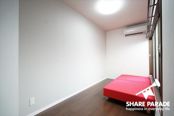 お部屋はシンプル。ここに収納などの家具が追加されます。