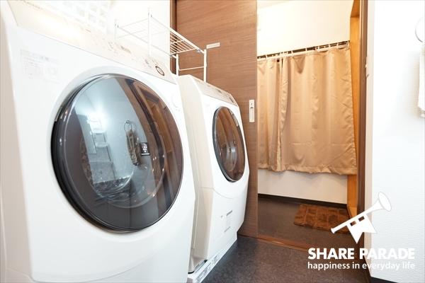 ドラム式洗濯機が2台。