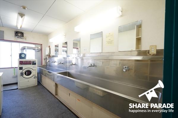 学校のような洗面スペースです。