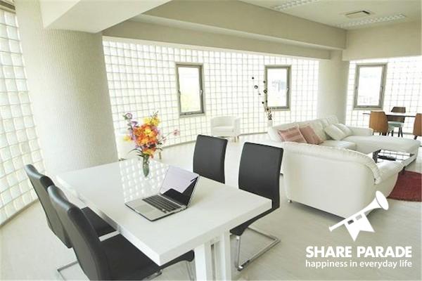家というよりどこかのオフィスのような素敵な内装です♪