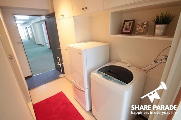 冷蔵庫と洗濯機はお部屋の中に。