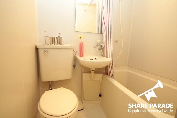 バスルーム、洗面、トイレもお部屋にあります。水回りは専有。