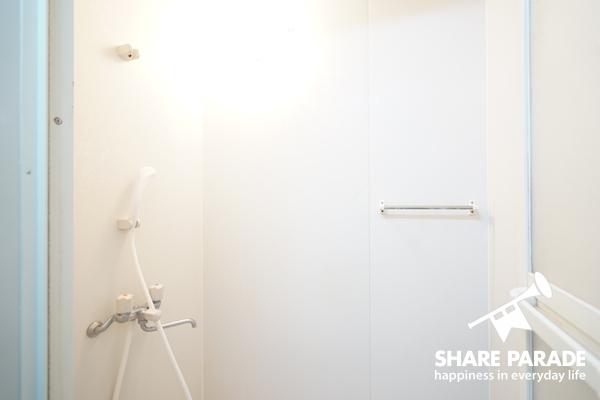 シャワールームは清潔感たっぷりです!
