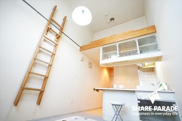 ロフト付で天井がとても高いです。